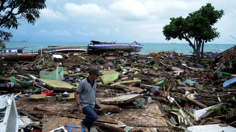 الفيضانات تقتل المزيد في إندونيسيا.. والحصيلة 77 ضحية