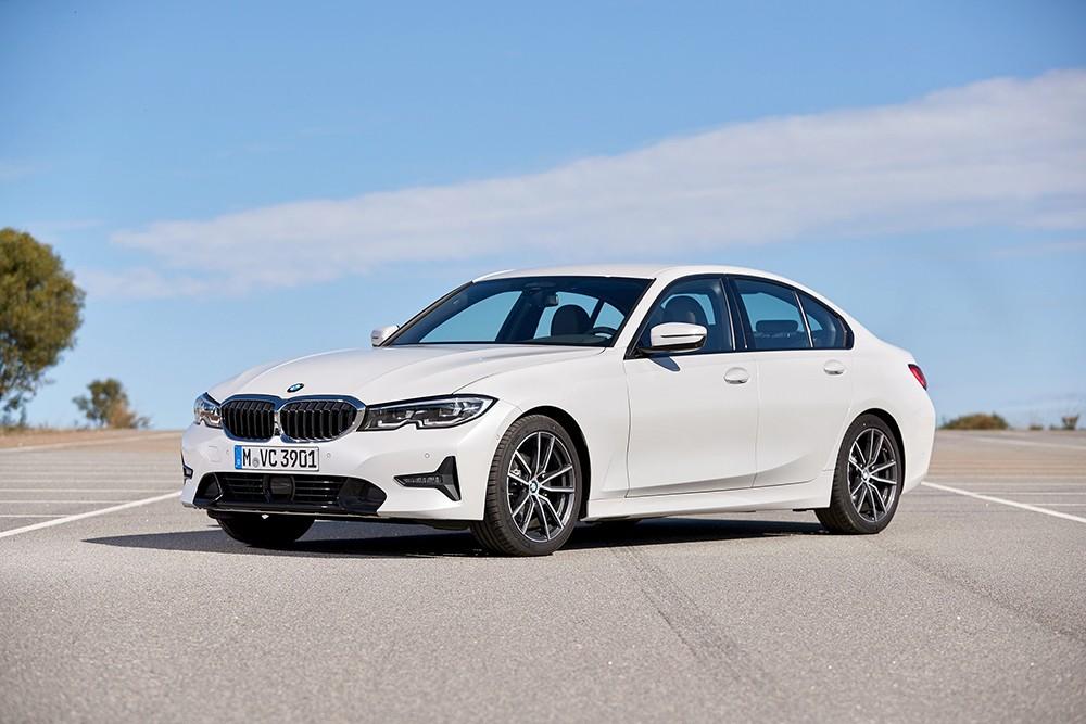 BMW تسلم عملائها أكثر من 171,000 سيارة
