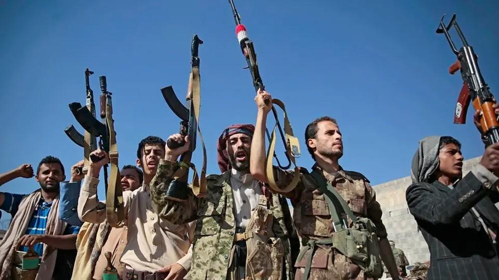 """""""الحوثي"""" تدفع بتعزيزات عسكرية جديدة إلى الحديدة"""