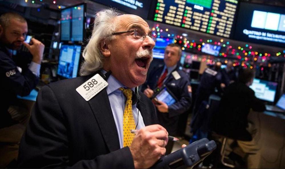 وول ستريت توقع المستثمرين مزيدا من سياسة التيسير