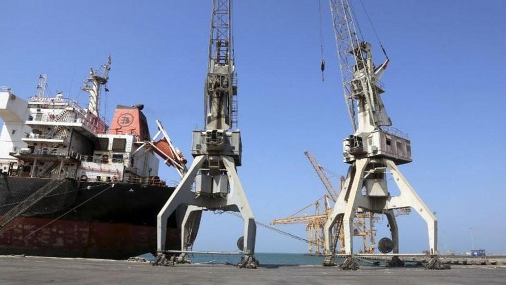 ميليشيا الحوثي تمنع 4 سفن مواد غذائية من دخول الحديدة
