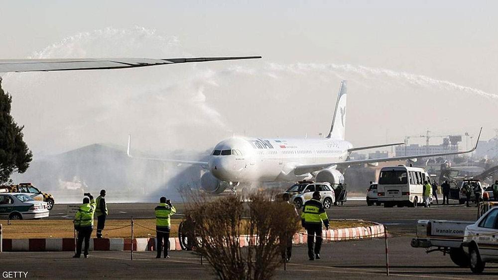 حريق يندلع في طائرة إيرانية.. وهلع بين الركاب