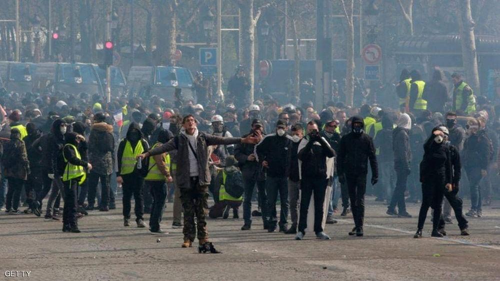 السترات الصفراء تلقي بظلالها السوداء على الاقتصاد الفرنسي