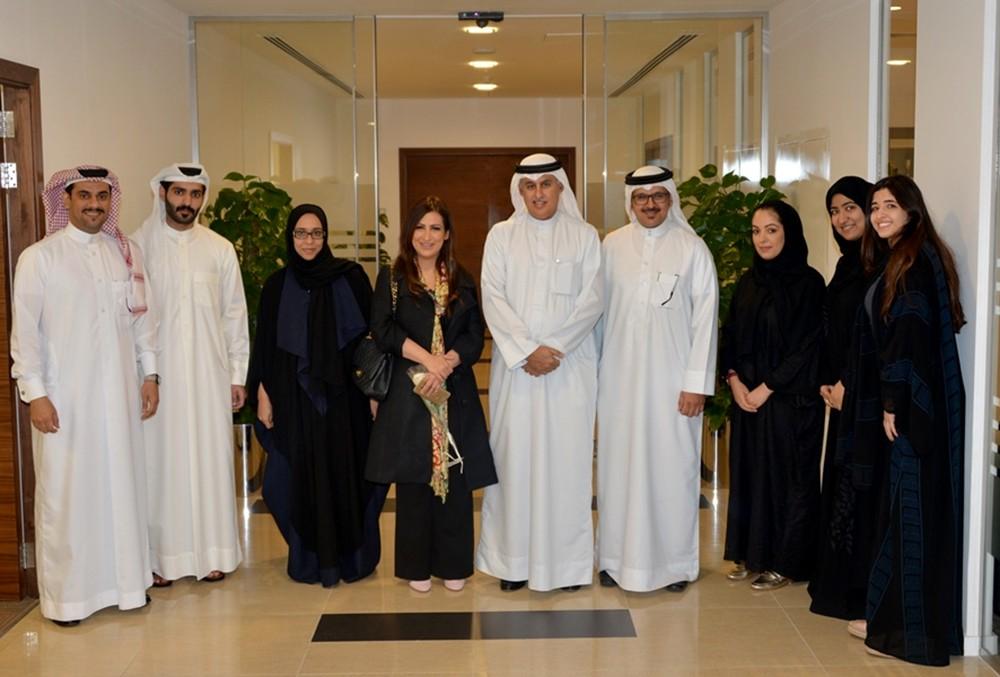 وزير الصناعة يستقبل رئيسة جمعية الصحفيين البحرينية
