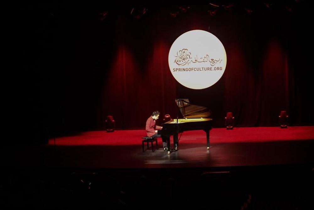 """عازف البيانو الأمريكي التايواني ستيفن لين يحيي حفلاً موسيقياً في """"الصالة الثقافية"""""""