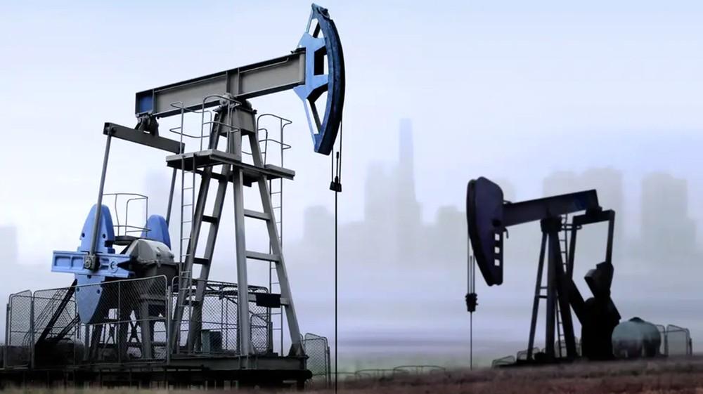 النفط يهبط 2% مع تصاعد احتمالات تباطؤ النمو العالمي