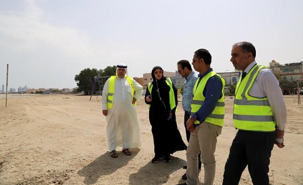 تنفيذا لتوجيهات سمو رئيس الوزراء الفضالة تطلع على احتياجات قرية (جد الحاج) الخدمية