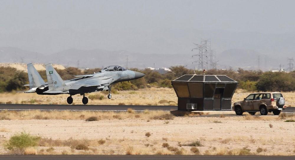 """التحالف العربي : استهداف وتدمير """"كهفين"""" لتخزين الطائرات بدون طيار بصنعاء"""