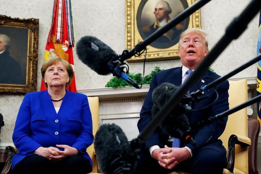 ترامب وميركل يناقشان التجارة وتمويل حلف شمال الأطلسي