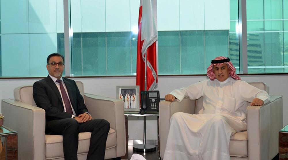 """""""وزير الصناعة"""" يؤكد دعم الوزارة لكافة التشريعات التي تعزز البيئة الاقتصادية في البحرين"""