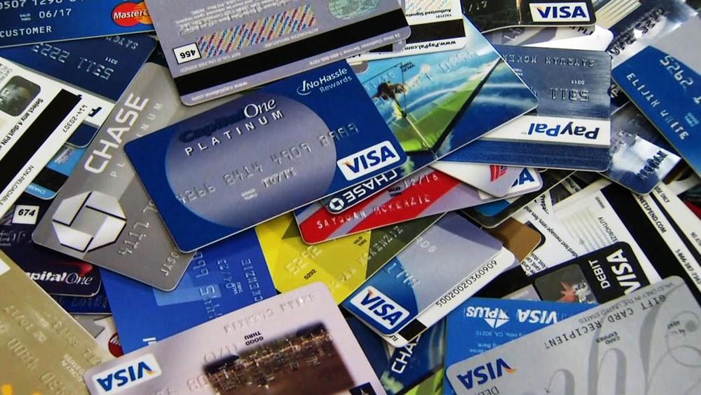بدء محاكمة آسيوي حضر للبلاد لسحب الأموال ببطاقات ائتمانية مزورة