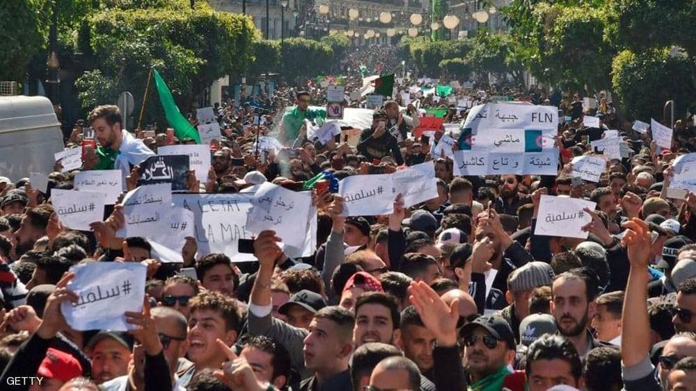 انقسامات داخل الحزب الحاكم بالجزائر.. وبيان يدعم بوتفليقة