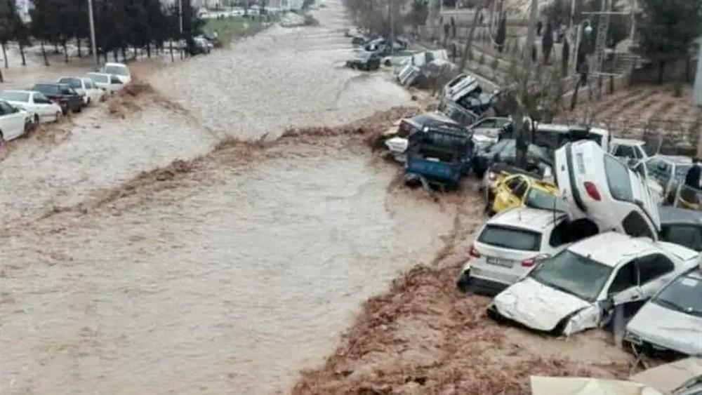 """طهران مهددة بـ""""طوفان"""" وسيول.. وارتفاع الوفيات لـ30"""
