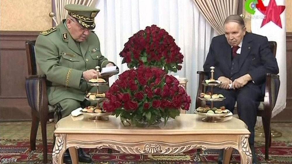 قائد الجيش الجزائري يطالب بإعلان منصب الرئاسة شاغرا