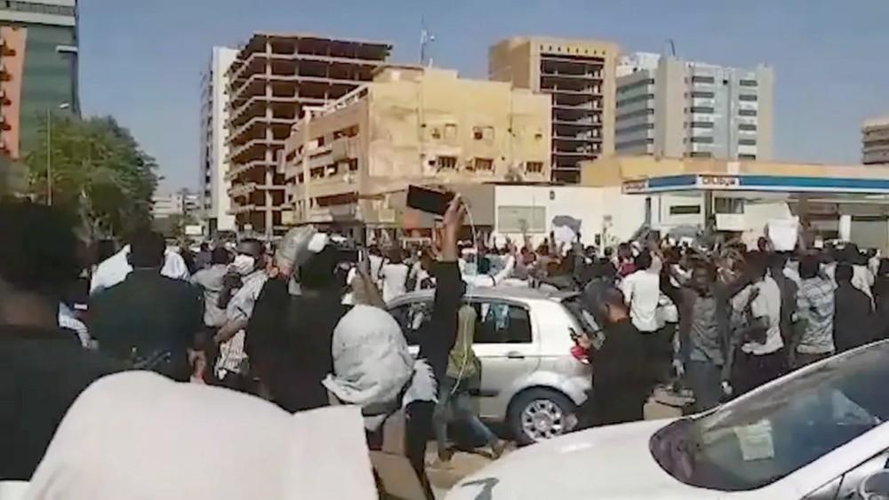 """الشرطة السودانية تفرق """"تجمعات"""" بالغاز المسيل للدموع"""
