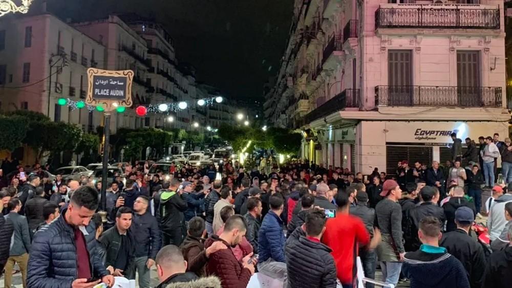 الجزائر.. مظاهرات ليلية اعتراضاً على الحكومة الجديدة