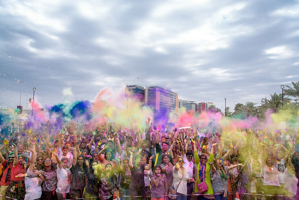 """معرض أبوظبي الدولي للكتاب يشارك بمهرجان الألوان """"هولي"""""""