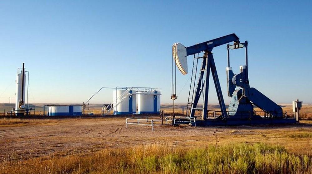 النفط يتراجع بفعل زيادة في المخزونات الأمريكية لكنه يبقى قرب أعلى مستوى في 5 أشهر