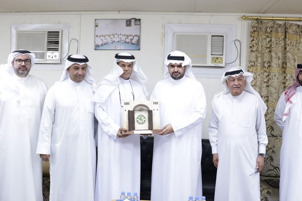 سمو الشيخ عيسى بن علي يتواصل مع الأندية ويزور نادي البحرين