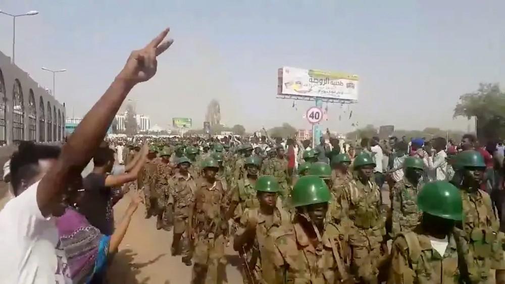 مشاورات لتشكيل مجلس انتقالي في السودان