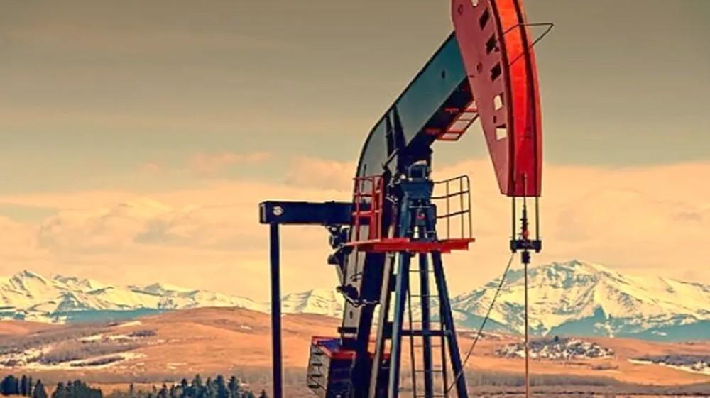 النفط يتراجع بضغط من مخاوف اقتصادية وارتفاع الإنتاج