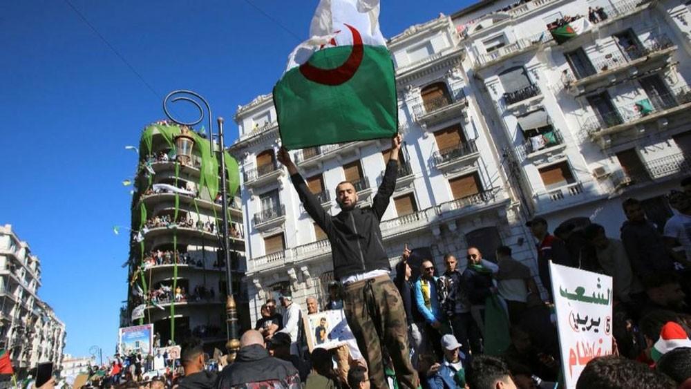 وسط تعزيزات أمنية مشددة.. تظاهرات جديدة في الجزائر