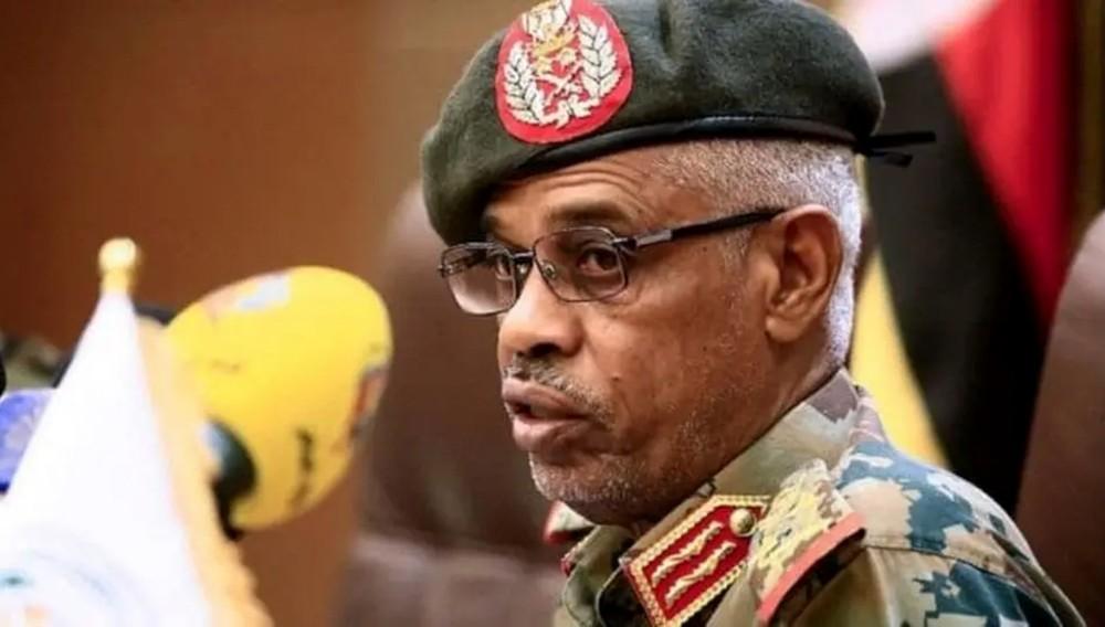 رسالة أخيرة من بن عوف للمجلس العسكري في السودان