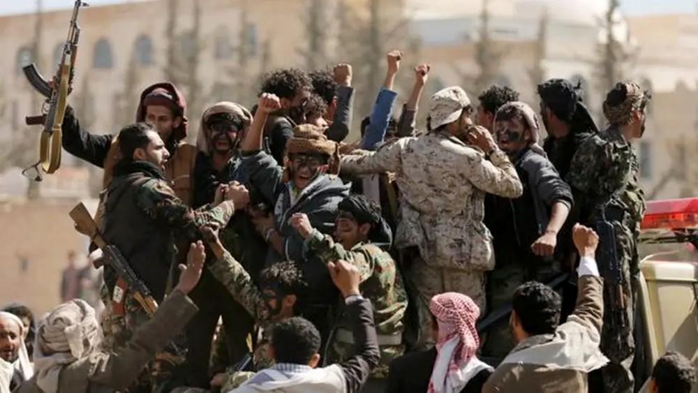 اليمن.. ميليشيا الحوثي تستهدف نازحين في الحديدة