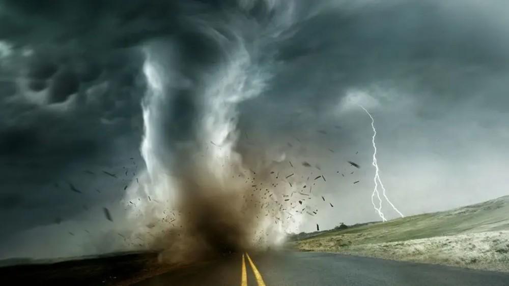عواصف عاتية وأعاصير محتملة قد تضرب الجنوب الأميركي