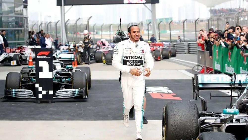 هاميلتون يتوج بالسباق 1000 في بطولة العالم للفورمولا