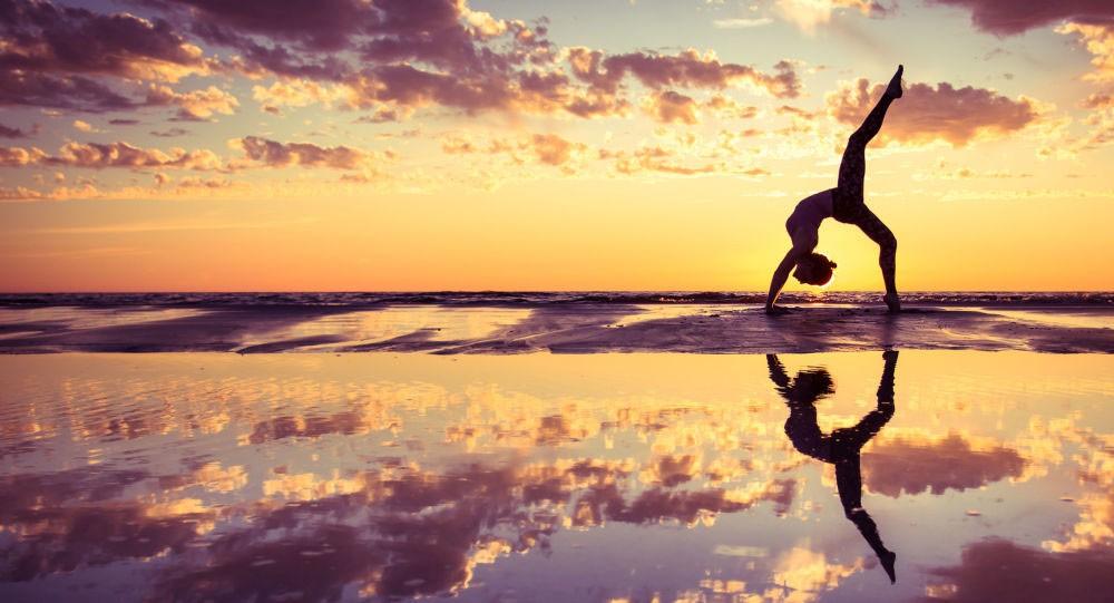 ممارسة اليوغا في مكان العمل قد تخفف الضغوط عن الموظفين