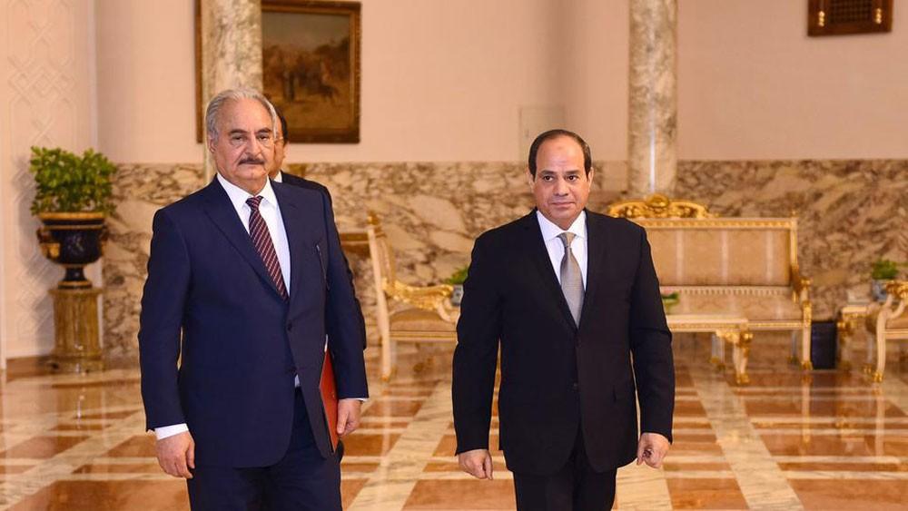 السيسي لحفتر: مصر تدعم جهود مواجهة الميليشيات المتطرفة