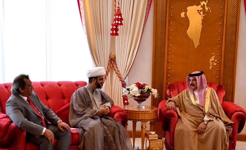 جلالة الملك المفدى يستقبل الشيخ محمد المدني والسيد محمد الحلواجي