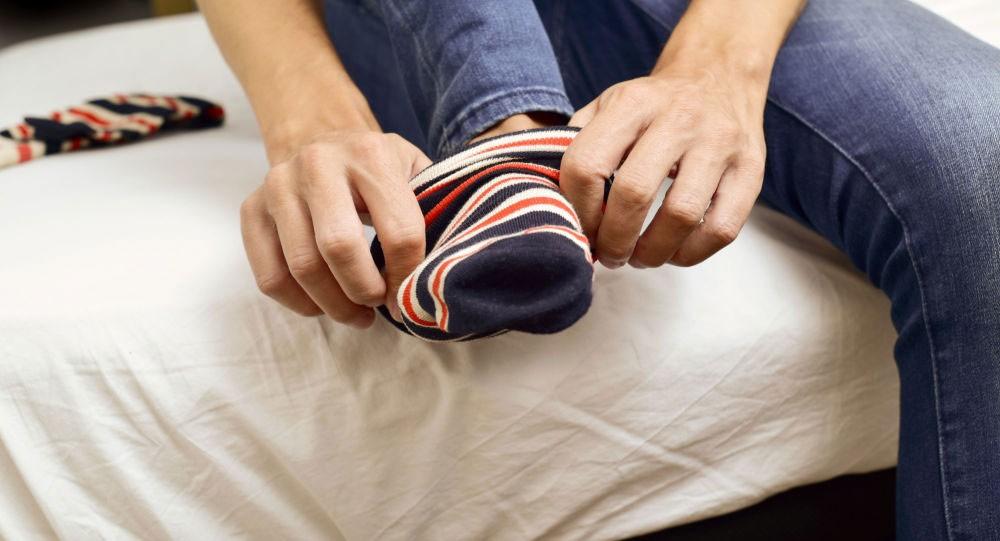 الكشف عن حقيقة أسطورة أن ارتداء الجوارب أثناء النوم يسبب العمى