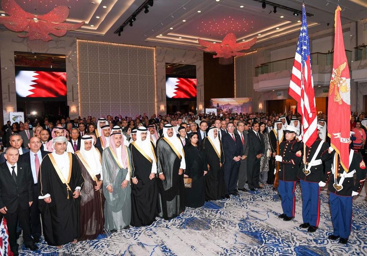 خليفة بن راشد وخليفة بن علي يحضران حفل السفارة الأمريكية بتكليف من رئيس الوزراء