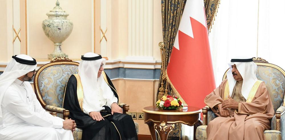 سمو رئيس الوزراء يستقبل رئيس تحرير جريدة أخبار الخليج