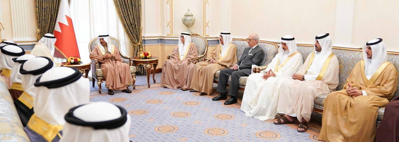 سمو رئيس الوزراء: نحن في البحرين عائلة واحدة مترابطة متحابة