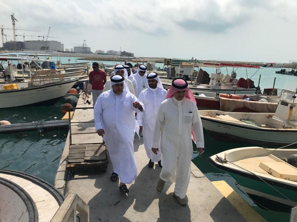وكيل الثروة البحرية وبوعنق يلتقيان الصيادين