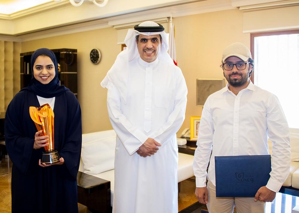 وزير الإعلام يشيد بإبداعات الشباب البحريني في التوعية المجتمعية والتثقيف الصحي