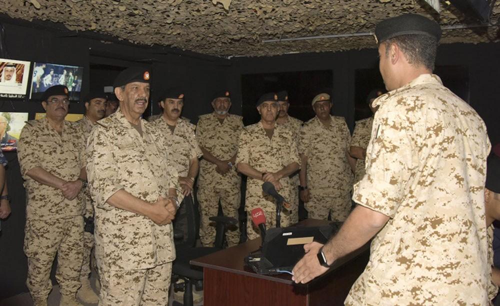 القائد العام يقوم بزيارة للكلية الملكية للقيادة والأركان والدفاع الوطني