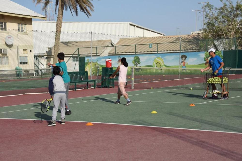 بدء سلسلة بطولات ناشئي نادي البحرين للتنس