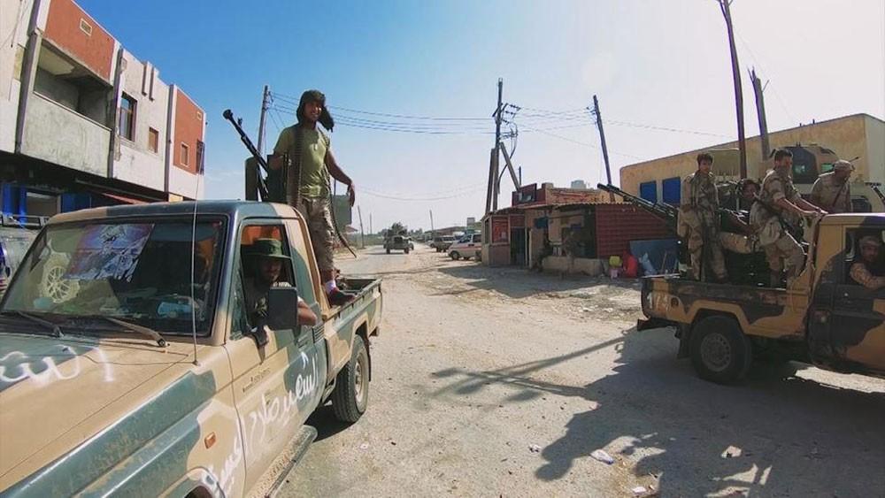الصليب الأحمر: أحياء طرابلس تتحول إلى ساحات قتال
