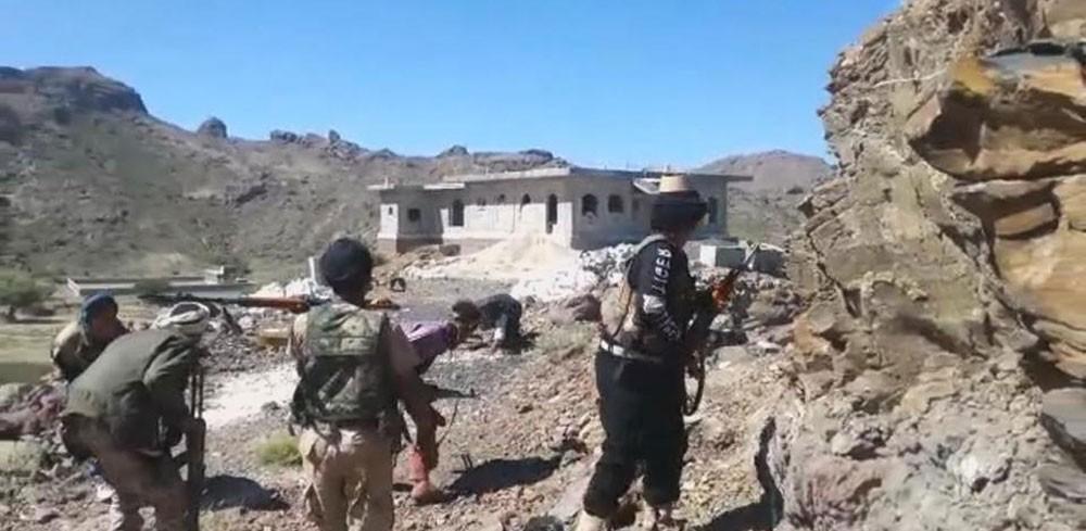 الجيش اليمني يأسر 20 حوثياً في العود بينهم قيادي