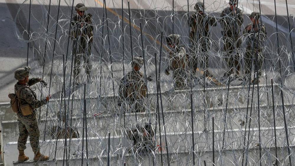 استجابةً لترمب..الجيش يرسل تعزيزات للحدود ويتصل بالمهاجرين
