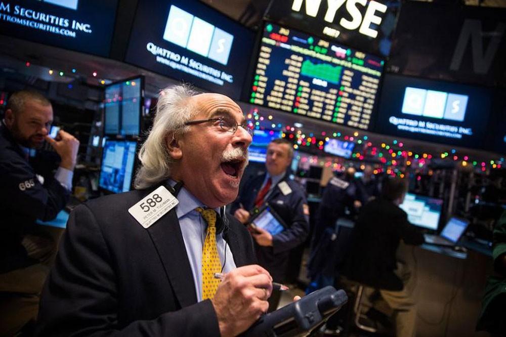 S&P500 وNasdaq يسجلان مستوى إغلاق قياسي مرتفع