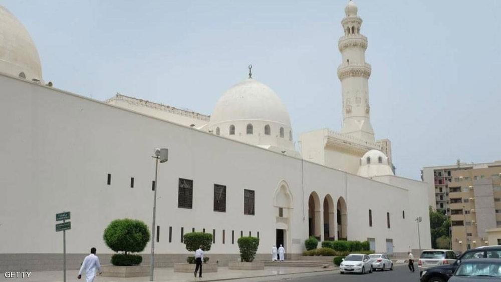 السعودية.. ضوابط لنقل الأذان والصلوات عبر مكبرات الصوت
