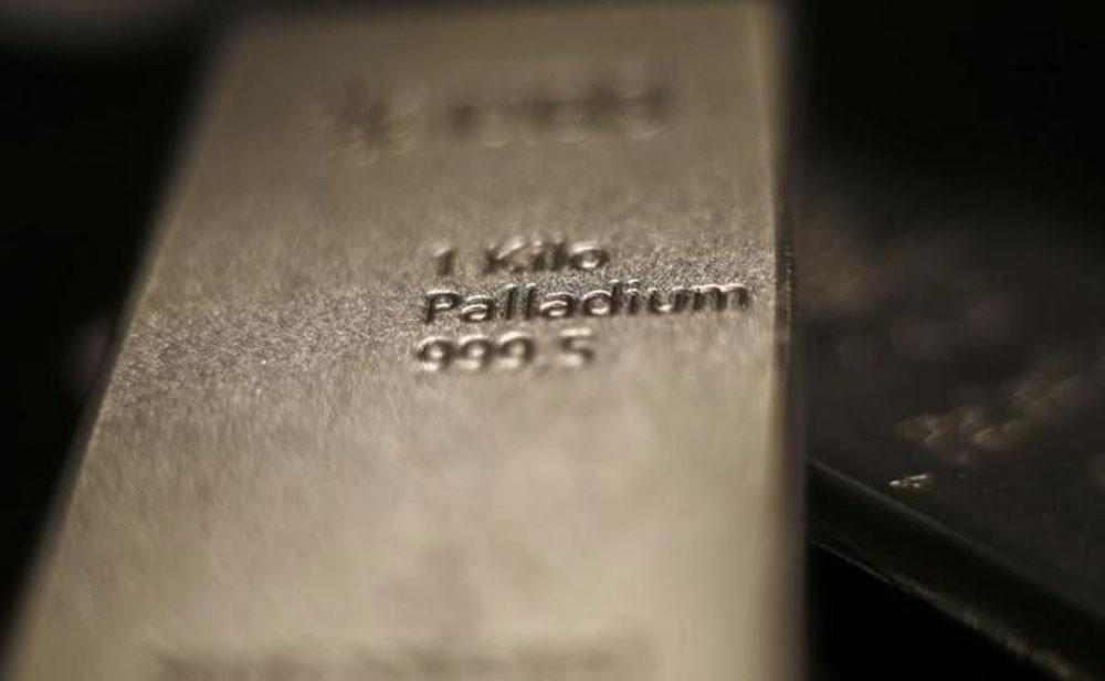 البلاديوم يتكبد أكبر خسارة في عامين والذهب يهبط بفعل بيانات أمريكية