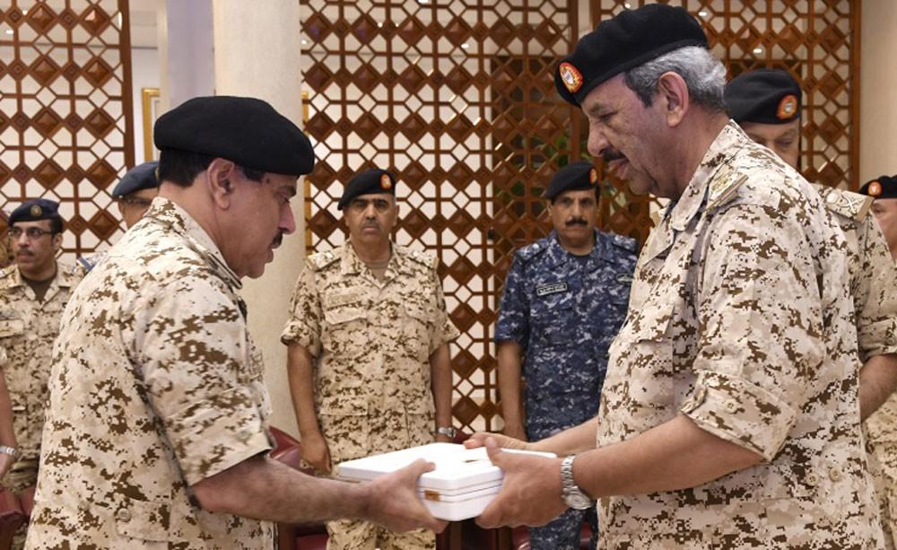 حفل توزيع الأوسمة على عدد من كبار ضباط قوة دفاع البحرين