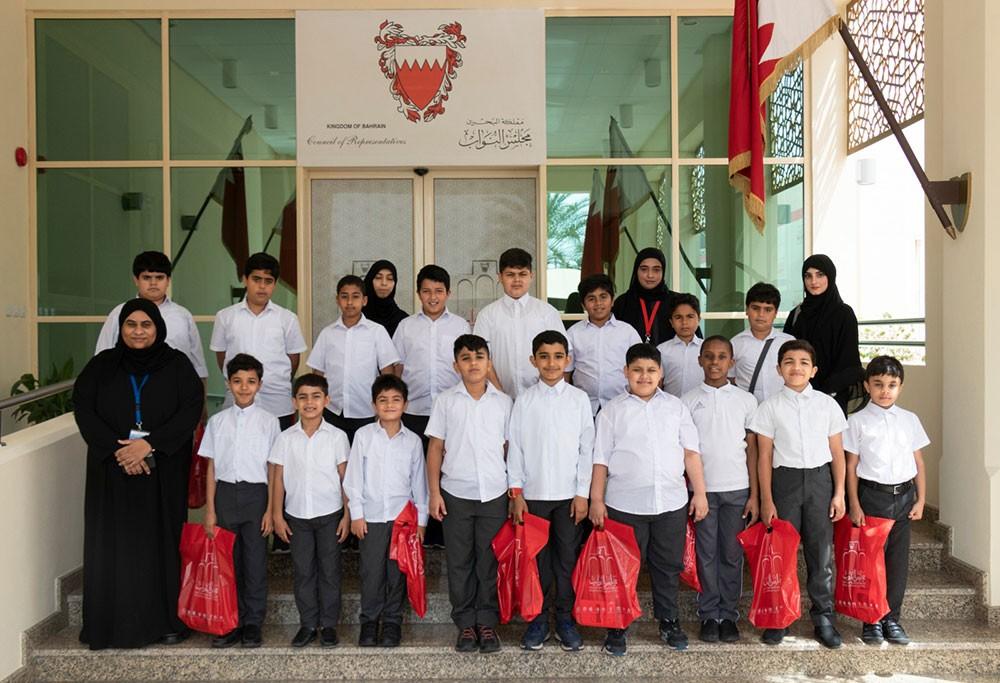 أمانة النواب تستقبل طلبة مدرسة ابو العلاء الحضرمي