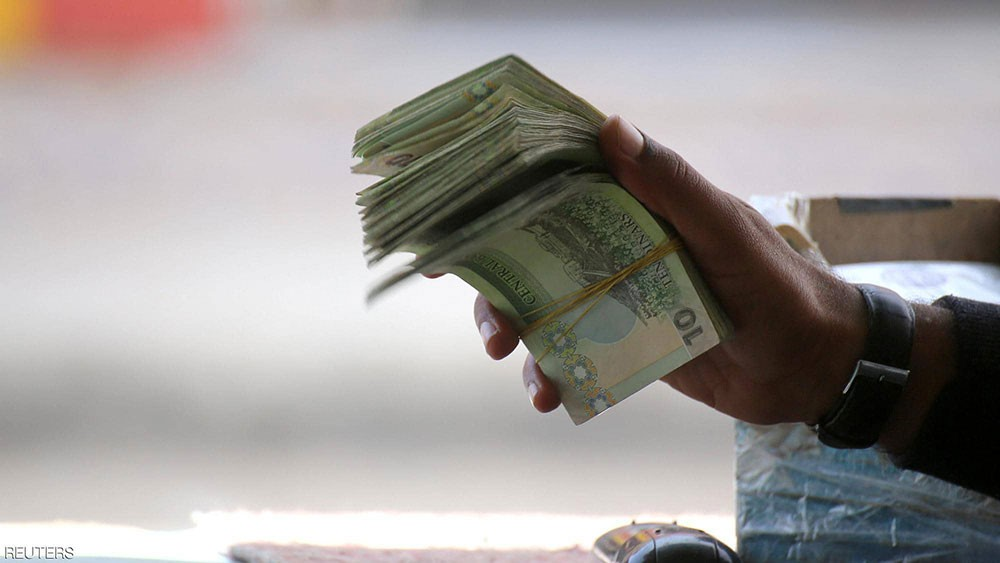 تونس.. الحكومة تواجه التوتر الاجتماعي بزيادة الرواتب